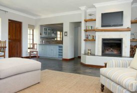 Plettenberg Self Catering Cottages - Aristea Cottage Lounge